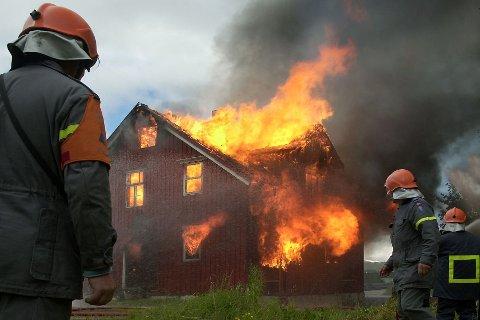 Mobiltelefonen kommer høyt opp på lista over ting folk vil redde dersom huset deres brenner.