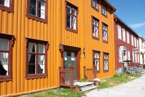 En gjennomtenkt kombinasjon av arkitektur, fargesetting og beliggenhet gjør huset vakkert.