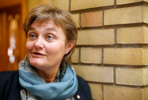 Rigmor Aasrud (Ap) vil ha slutt på at 8.300 står i barnehagekø.