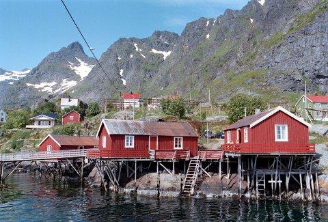 TURISTMÅL: Rorbuene ble bygget som sesongbolig for fiskere, men er nå ofte overnattingssteder for turister.