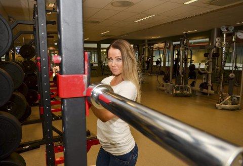 JOBBER OG TRENER: Aina Cesilie Wien har lagt ned mange timer på Nydalen Athletica hvor hun både jobber og trener. Her har hun lagt grunnlaget for året som har resultert i både NM- og VM-tittel.