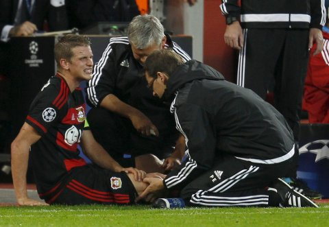 Bayer Leverkusen's Lars Bender gets medical assistance during their Champions League group E soccer match against BATE Borisov in Leverkusen, Germany September 16, 2015. REUTERS/Ina Fassbender