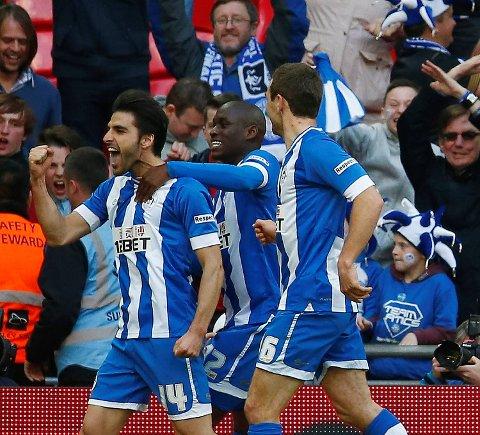 For tre år siden kunne Jordi Gomez (t.v.) og Wigan feire seier i FA-cupen, tirsdag er det Football League Trophy  – altså cupen for nivå 3 og 4 i England – de spiller i. Sånn kan det gå, men vi tror i hvert fall de slår Crewe!