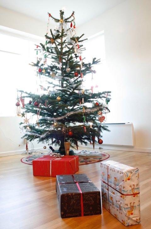 Barnåler bør ikke brennes i peisen når jula er over.