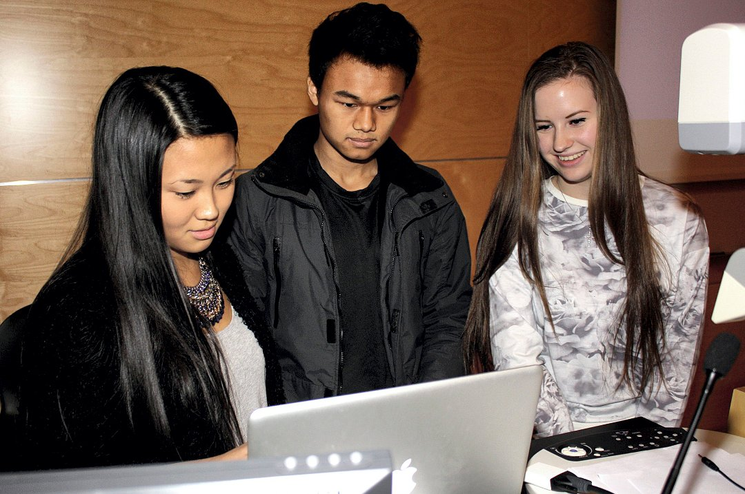 MATEBUSS: Anne Julie Eun Hye Larsen (t.v.), Bibek Liu og Line Heimdal i FindIt UB foreslo flere matebusser i Lørenskog.