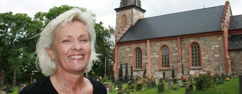 TRIVES: Torill Rambjør har hatt stillingen som kirkeverge på Tjøme i bortimot to måneder, og hun trives med både medarbeiderne og arbeidsoppgavene.