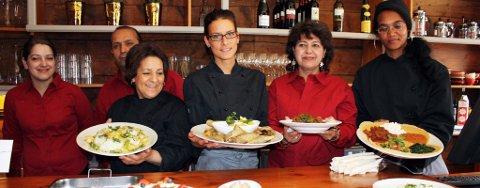 ÅPNING: Onsdag åpnet Globus Cafe i sine nye lokaler i Tromsø sentrum. Fra venstre Lene Simonsen, Jamal Rezai (Iran), Lakbira Darif (Marokko), Grete Rafaelsen, Ronak Osman Ali (Irak) og Mihret Mehare (Eritrea)