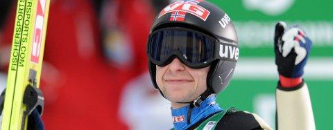 Anders Jacobsen hoppet bra i Midstuen da Norge tok sølv i lagkonkurransen.