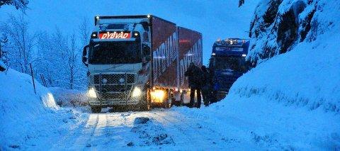 Bom fast. Ett av mange vogntog som har kjørt seg fast på Tjernfjellet.