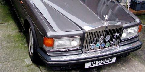 IRVING TILFREDS: David Irving har kjøpt denne Rolls Roycen for pengene han fikk fra Rica Victoria Hotel i Lillehammer. Foto: Privat