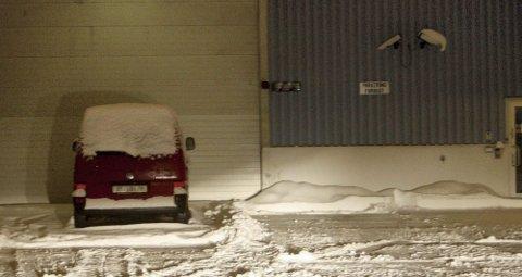 NY REKORD: Her, utenfor denne lagerbygning i Lørenskog, fant tollvesenet rundt 350 kilo hasj gjemt i hengeren på et vogntog. Foto: Alexander Gjermundshaug