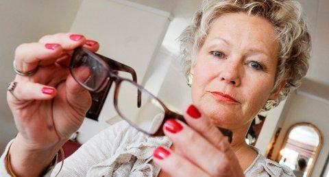 FIKK DÅRLIGERE SYN: Gunn Olsen på Stathelle satset på at en øyeoperasjon skulle gi henne bedre syn. Det motsatte skjedde.