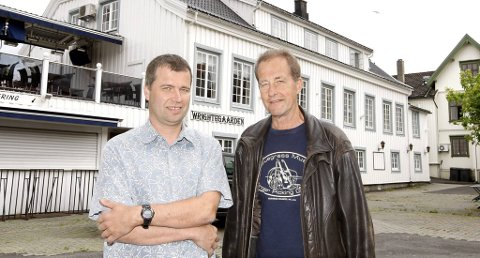 John Ørvik i Wrightegaarden Drift AS understreker at driften på Wrigtegaarden fortsetter som før med unntak av konsertene i regi av KLM Holding. Han er overrasket over tidspunktet for konkursen i selskapet. Her sammen med Henning Steen (t.v) som er medeier i Wrightegaarden. Bildet er tatt ved en tidligere anledning.