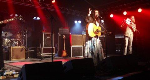 ÅPNET SHOWET: Rita Engedalen innledet showet under den 25. bluesfestivalen på Notodden.