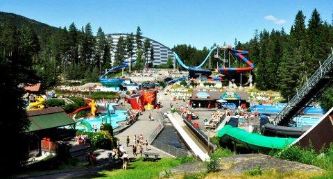 KRITIKK PÅ NETTET: Bø Sommarland er et vanneldorado for mange, men i det siste har parken fått mye kritikk for høye priser og dårlig service. Viggo Holm fikk 10 000 samtykkende «liker» i et kritisk innlegg på parkens Facebook-side.
