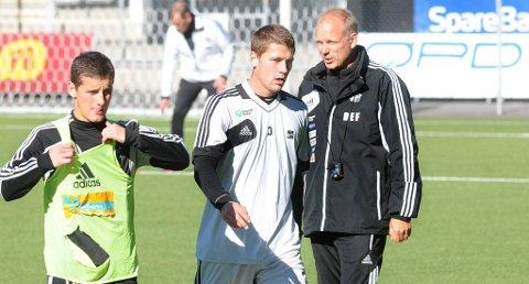 RETT INN IGJEN: Fredrik Semb er tilbake fra skade og går rett inn i midtforsvaret til Odd mot Molde. Her med Herolind Shala og trener Dag-Eilev Fagermo.
