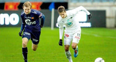 LAGT MERKE TIL: Elba Rashanis gode spill for Odd denne våren - og hans utgående kontrakt - blir igjen lagt merke til av Molde. Her er Rashani (t.h) i duell med Vikings Yann-Erik de Lanlay.