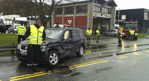 To biler kolliderte i Åsane torsdag ettermiddag.