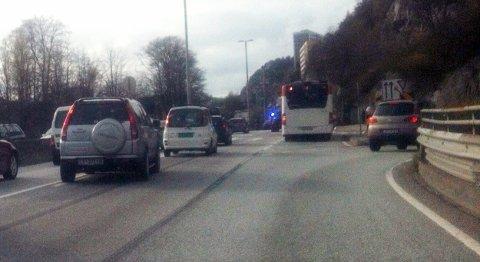 Ulykken skjedde ved busstoppet ved Sandviken sykehus i retning Åsane.