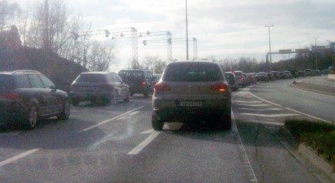 Trafikken tettet seg raskt til etter ulykken.