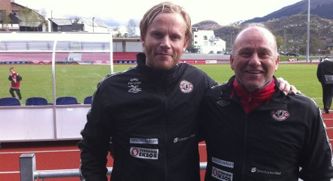 Stemningen var god i Arna-Bjørnar til tross for 0-1-tapet for Hødd i cupen. - Vi viser at klubben har mer enn et damelag, sier keeper Tom Larssen og trener Andreas Sundsbø.