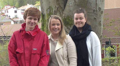Asgeir Barlaup, Sunniva Strømskog og Hilde Roen fra andre klasse på Langhaugen videregående skole står bak prosjektet «Digitalisering i skolen».