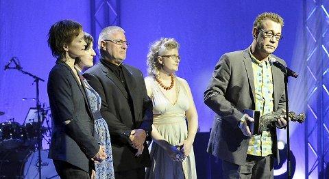 Hordaland Teater mottok Heddaprisen for beste barne- og ungdomsforestilling. Fra venstre Karoline Krüger, Silje Sandodden Kise, Ljudmil Nikolov, Elise Sundal og Trond Birkedal.