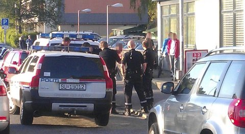 En 14-åring ble innbrakt av politiet etter slåssing på Rimi-butikken i Helleveien mandag.