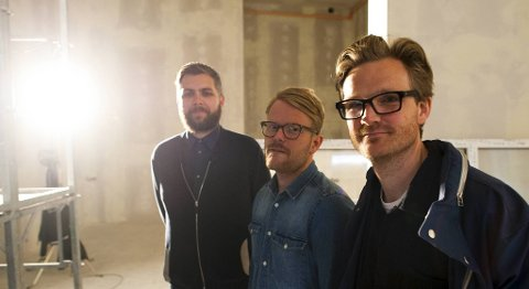Made-manager Mikal Telle, Asle Bakke Brodin fra Ekkofestivalen og Lydgalleriets leder Jørgen Larsson viste frem bergens nye hus for lydkunst og elektronisk musikk, Østre, i dag.