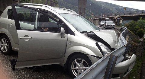 Denne bilen ble stjålet fra Norheimsund onsdag morgen med samme fremgangsmåte som politiet i Bergen Vest nå advarer mot. Den ble senere funnet plantet i autovernet ved Osterøybroen. Tyvene hadde stukket av. Litt senere på dagen ble en annen bil funnet i Norheimsund som var stjålet fra Varden i Fyllingsdalen.