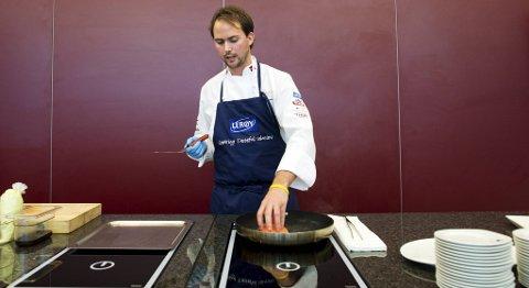 VM-kandidat Ørjan Johannessen kokkelerte på Norsk sjømatsenter (14.09.2012).