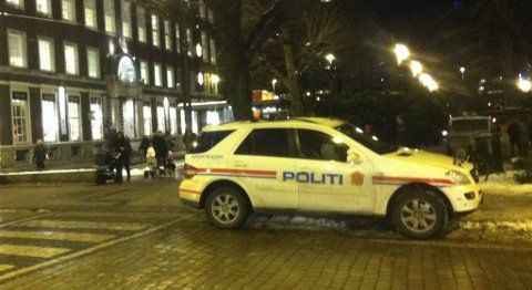 Politiet tok oppstilling ved bybanestoppet på Byparken, og ved flere av stoppene oppover traseen.