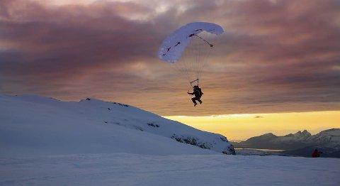 -Superfint, sier Kari Traa om å sveve over fjell og bre i Nord-Norge.