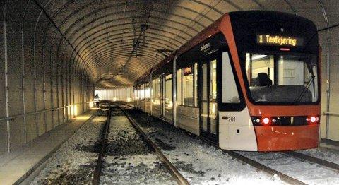 Mannens ferd gjennom Fantofttunnelen fant sted natt til søndag. Dette bildet er tatt under testkjøring før tunnelen ble tatt i bruk da bybanen åpnet 22. juni 2010.