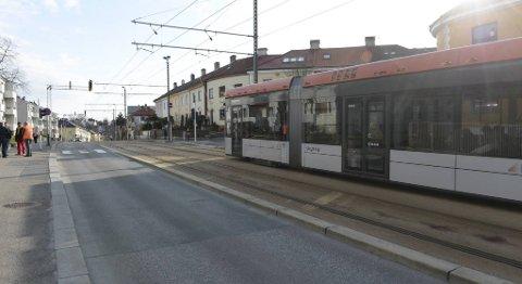 Bybanen ble stående på ulykkesstedet i Inndalsveien.