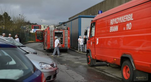 Brannvesenet rykket ut til Martens bakeri på Kokstad da det begynte å brenne i en bollemaskin i bygget.