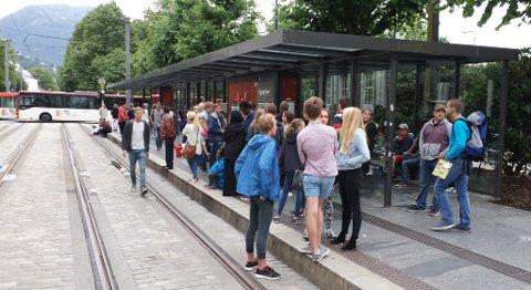 Det er ekstra mye folk i sentrum onsdag kveld på grunn av VG-konserten på Festplassen.