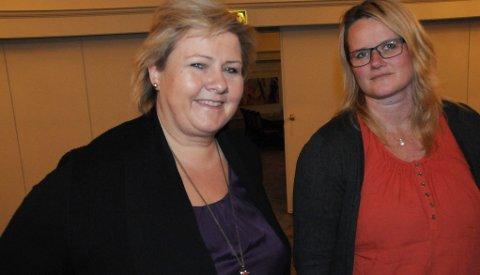 DET HJELPER: Berit Nordseth Moen i tynset Høyre mener hun og lokallagspartiet har fått gjort mye med arkivsaken. Her sammen med statsminister Erna Solberg ved Hamar. (Foto: Erland Vingelsgård)