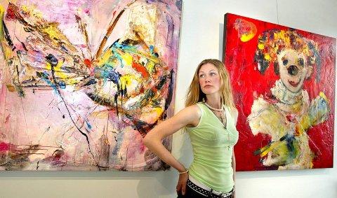 NARRER: Marianne Aulie maler mye sommerfugler og narrer. Narrene er triste, undrende eller glade sjampanjeklovner. Aulie er opptatt av maskene vi skjuler oss bak, og narrene kommer til henne i primitive og råe såvel som lekne og naive skikkelser.  ALLE FOTO: TOM GUSTAVSEN.