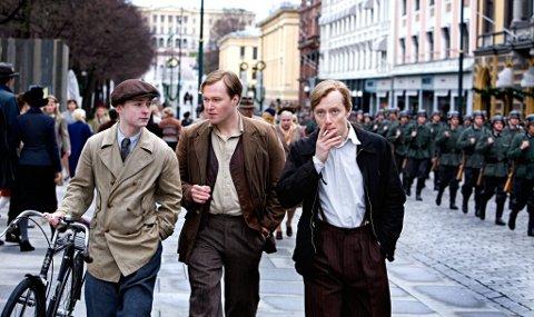 Gunnar Sønsteby bidro til filmen Max Manus. Her er karakterene Sønsteby (Knut Joner), Kolbein Lauring (Christian Rubeck) og Max Manus (Aksel Hennie) var sentrale skikkelser.