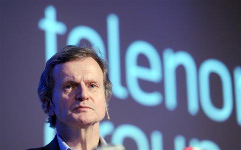 TIL SNØHEIM: Telenor-sjef Jon Fredrik Baksaas deltar på åpningen av Snøheim 14. juli. Foto: Terje Pedersen, ANB
