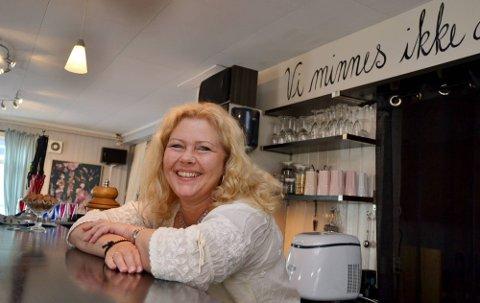 - Jeg håper å ta ut litt lønn fra kafeen etter et års tid, sier Hanne Merethe Grytnes Skogen. Hun har to personer til å hjelpe seg med driften.