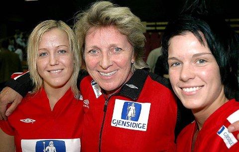 INNE I VARMEN: Både Heidi og Anja fikk prøve seg på landslaget under Marit Breivik våren 2006.