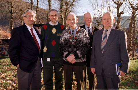Fredrik Kayser og Kjell Harald Lunde sammen med gamle kigsveteraner. (18.11.97)