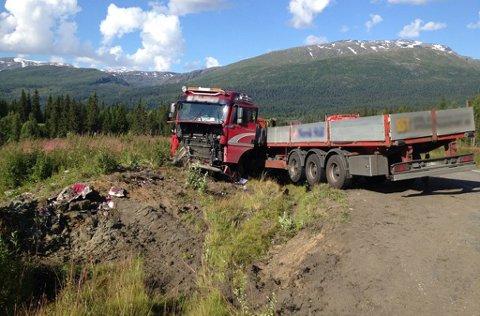 Denne traileren havnet utfor veien like nord for Storforshei fredag. Foto: Beate Nygård