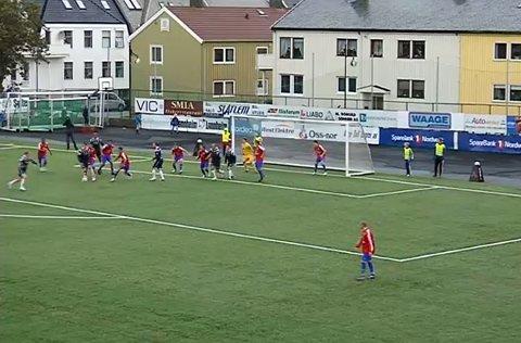 Christian Michelsen scorer 2-0 på Idrett etter 54 minutter.