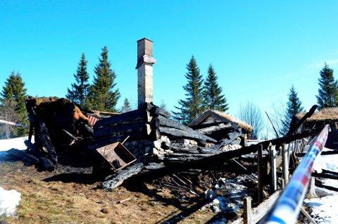 NEDBRENT: Trehuset som brant ned, lå i et hyttefelt, omtrent en mil nord for Brandbu sentrum.FOTO: ANNE MARTINE ENGEBAKKEN GRYMYR