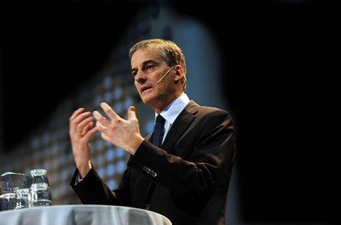 Utenriksminister Jonas Gahr Støre (Ap) mener den positive utviklingen landet har vært gjennom den siste tiden gjør det riktig å suspendere sanksjonene.