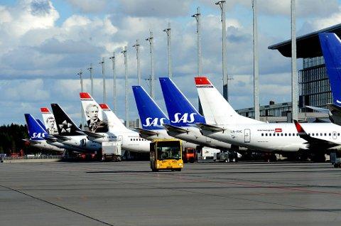 Både SAS og Norwegian urderer permitteringer på grunn av vekterstreiken.