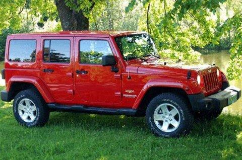 Den ser litt gammelmodig, enkel - ja nesten simpel ut. Men Jeep Wrangler overrasker positivt.